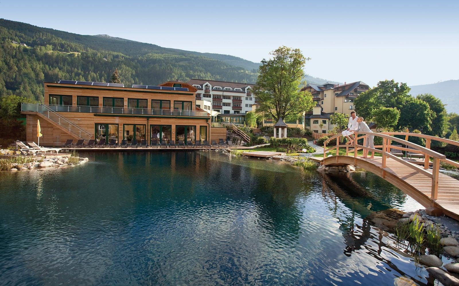 600-m² solar-heated swimming pond