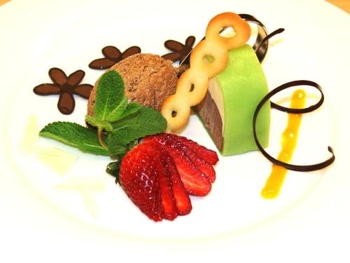 Schokoladeterrine im Marzipanmantel
